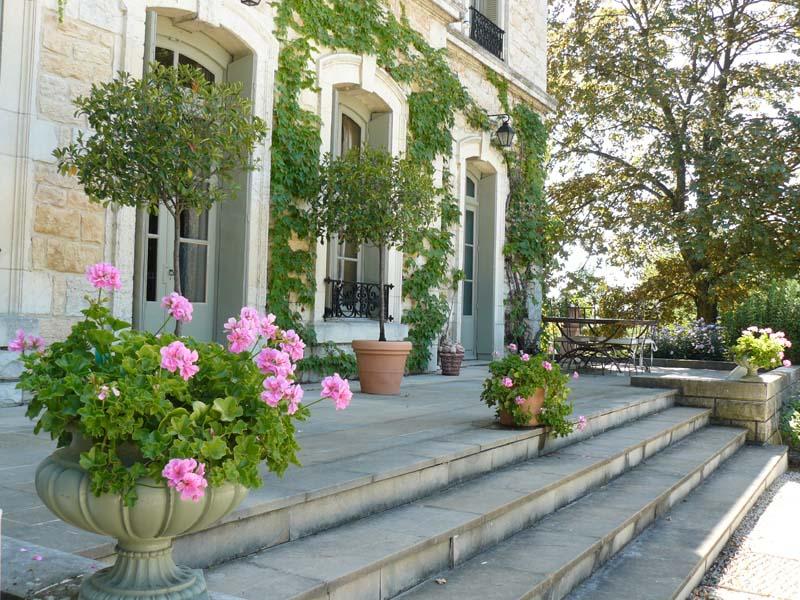 face au beaujolais au cur dun beau parc le chteau des charmes vous accueille dans un lieu exceptionnel - Salle Mariage Beaujolais